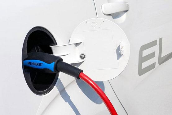 新能源汽车产销倍增 三领域受资金追捧12只个股创新高