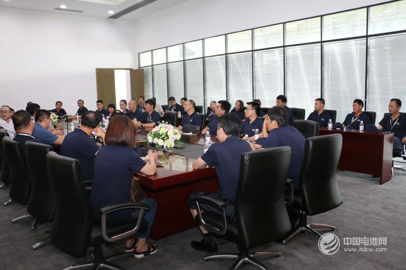 电池百人会企业家与特锐德董事长于德翔、总裁助理孙鹏等相关领导进行了交流、座谈