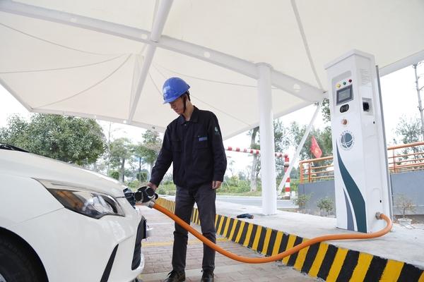 体量大发展快 新能源汽车充电基础设施任重道远