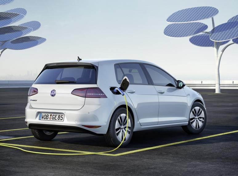 电池成本下降 大众等主流传统车企布局电动车产品