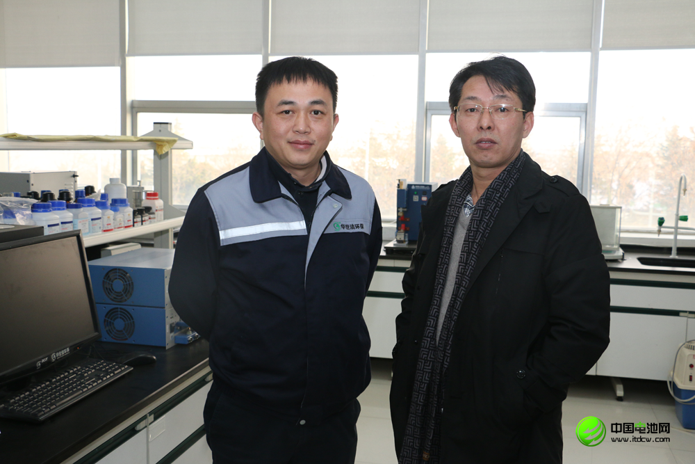 中科华联董事长郅立鹏(左)接受中国电池网创始人于清教采访