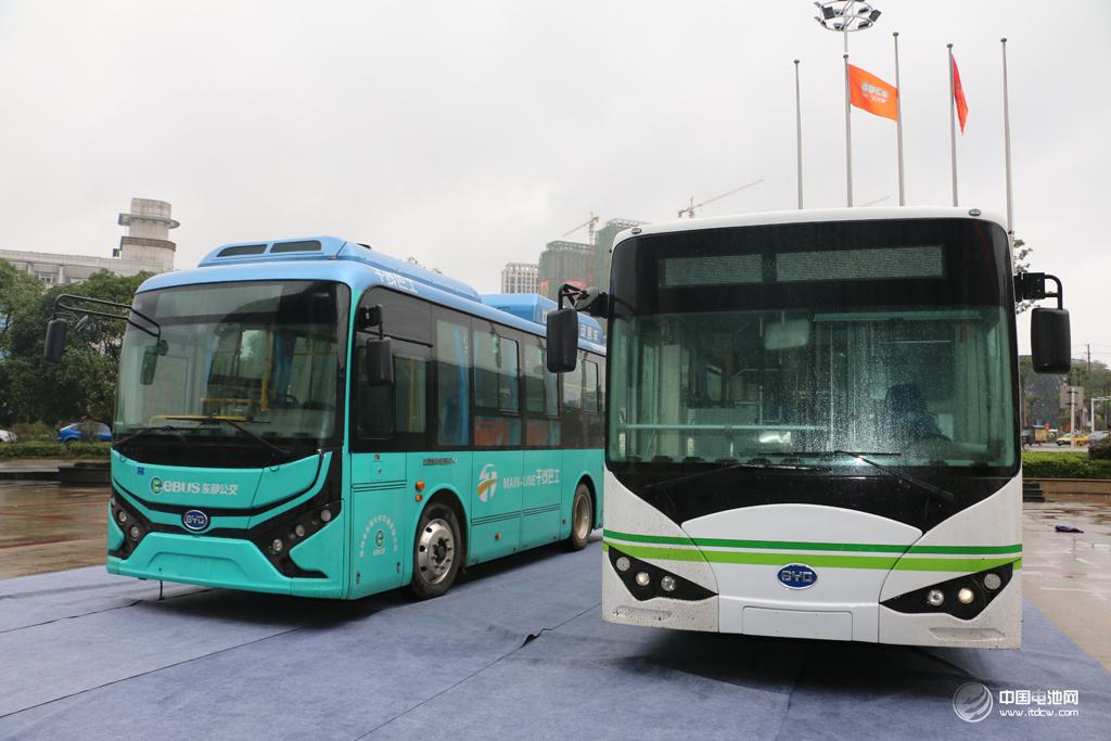 """比亚迪新能源客车用于第四届锂电""""达沃斯""""嘉宾接待用车"""