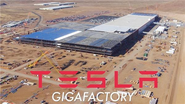 内华达沙漠中的特斯拉超级电池厂