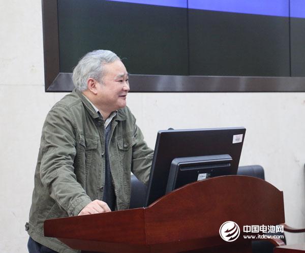 中南大学化工学院院长/教授钟宏发表致辞