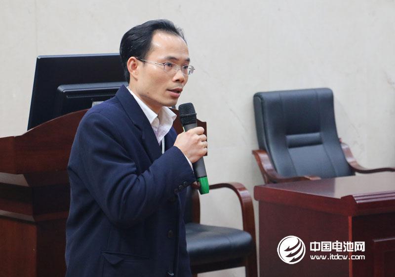 湖南长远锂科有限公司总经理助理/金瑞科技电池材料技术中心副主任黄承焕发表主题演讲