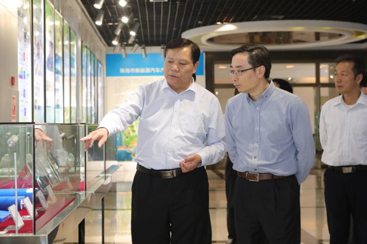 珠海代市长李泽中在银隆新能源董事长魏银仓陪同下考察银隆新能源珠海产业园
