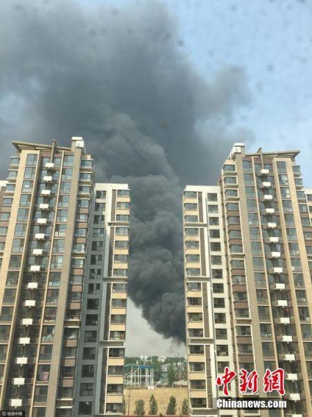 北京蟹岛度假村停车场突发大火