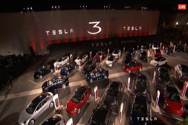 特斯拉完成首批30辆Model 3交付 明年目标量产50万辆
