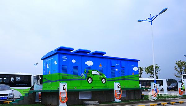 新能源车热销带动充电基础设施投入 全国已建公共充电桩逾17万个