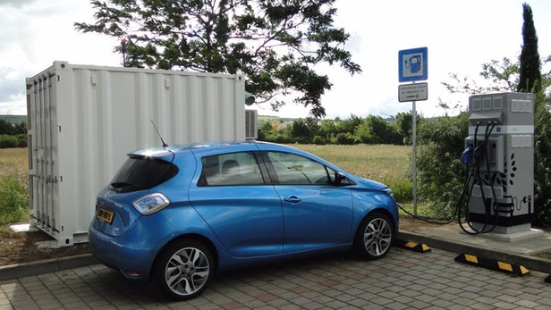 雷诺在欧洲测试二手电池组成的充电桩 给电动汽车充电