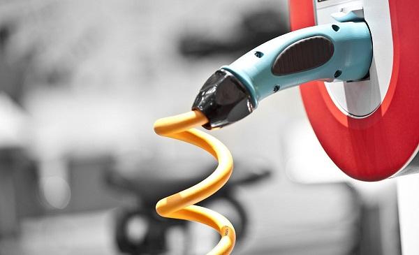 双积分延期 改写新能源汽车产业格局的争夺战仍在上演