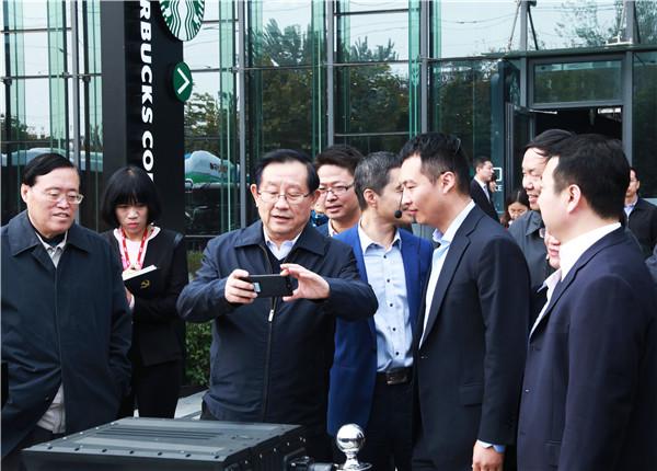 万钢视察北京亿华通 指出氢燃料电池客车发展方向