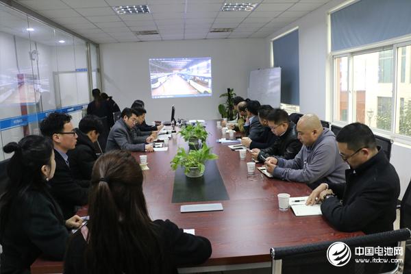 中国锂电新能源产业链调研团一行与南京金龙相关领导交流、座谈