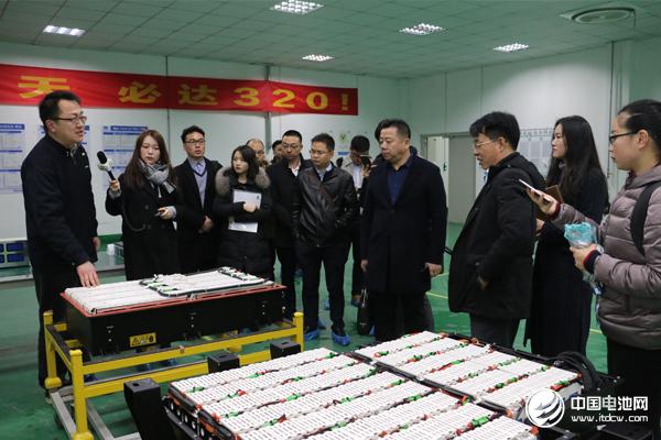 中国锂电新能源产业链调研团一行参观南京金龙