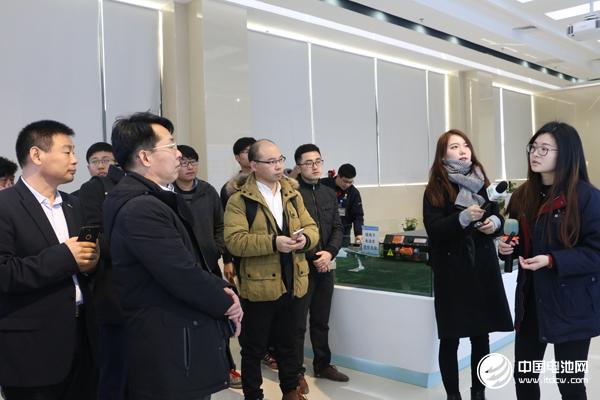 中国锂电新能源产业链调研团一行参观江苏中航锂电
