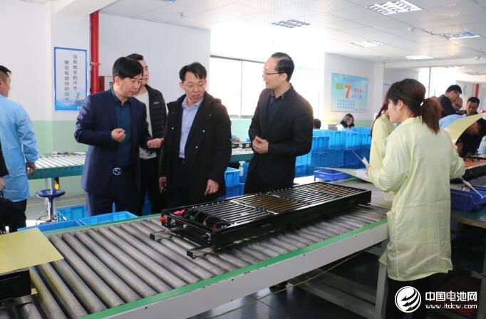 中国锂电新能源产业链调研团一行参观索尔科技 摄影/峦水