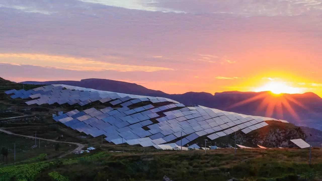 税费负担制约光伏产业发展 新能源应建立综合利用示范区