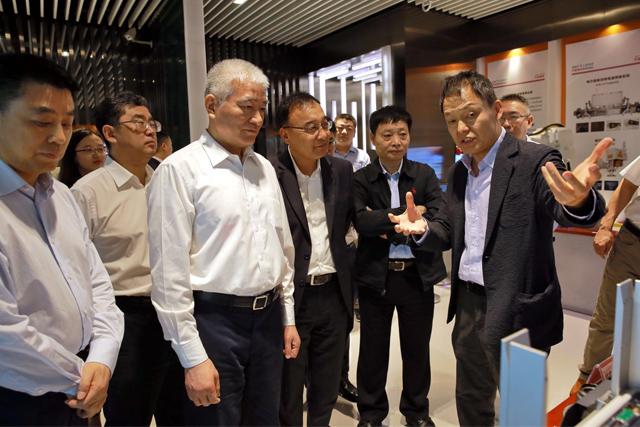 科技部部长王志刚到大族激光调研  高云峰董事长陪同