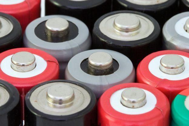 将纳米线添入固态电解质 降低锂离子电池易燃性