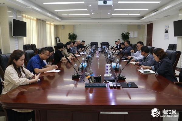 中国锂电新能源产业链调研团一行与多氟多相关领导交流、座谈