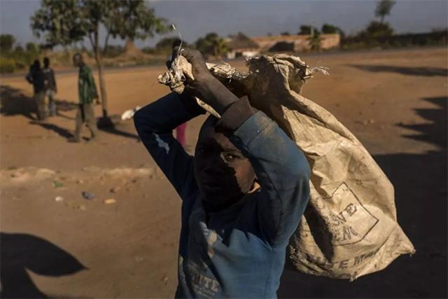 刚果金 儿童捡矿