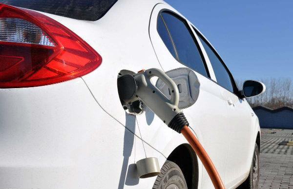 利用率不高 新能源汽车充电桩不能一建了之