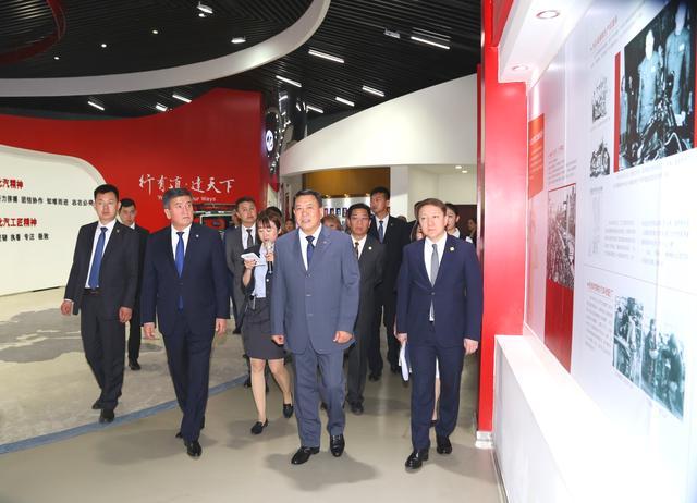 吉尔吉斯斯坦总统热恩别科夫到访北汽集团