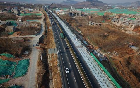"""通车仅半年 全球首条1.1千米光伏高速公路为何打起""""补丁"""""""