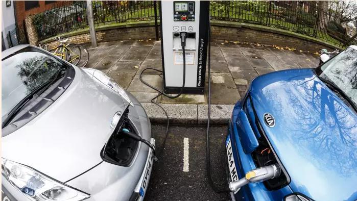 持续加大电池等技术研发 英国加速推动电动车充电设施建设