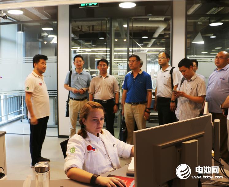中国锂电新能源产业链调研团一行参观长兴中俄研究院