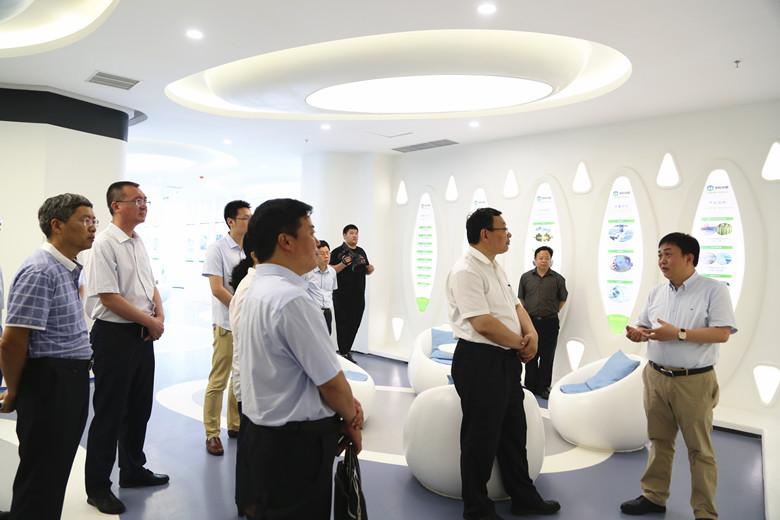 青岛西海岸新区管委主任李奉利现场调研蓝科途和中科华联