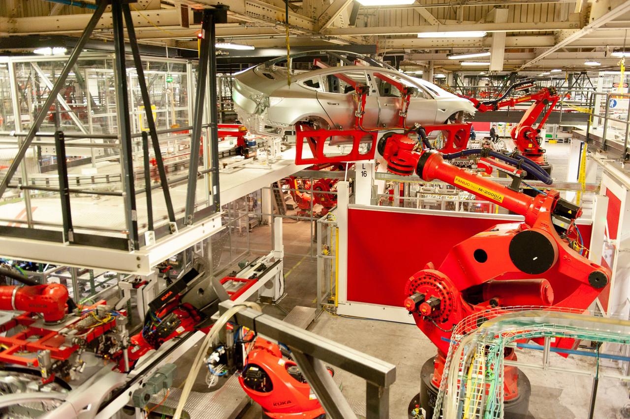 Model 3装配线上的组装机器人
