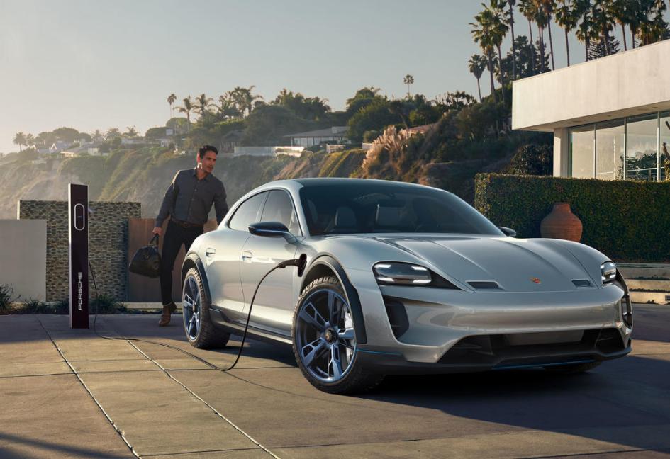 搭载保时捷 E 驱高效动力的新一代跑车