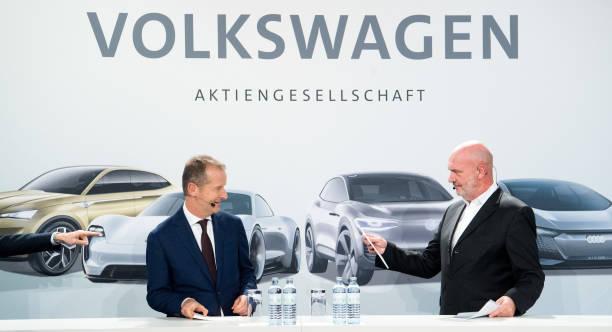 大众全球管理董事会主席赫伯特·迪斯与工会主席Bernd Osterloh