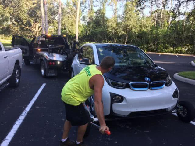97%汽车修理工无法修理电动汽车 电动汽车保障成难题
