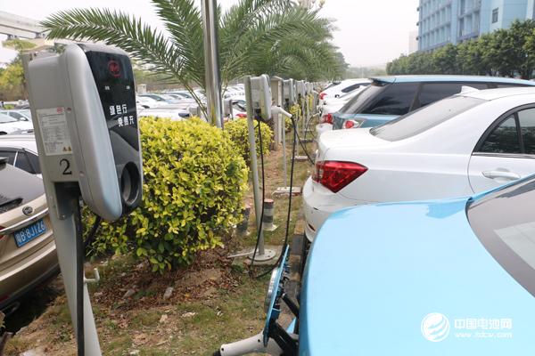 中国成新能源汽车最大市场 全球一半资金将涌入