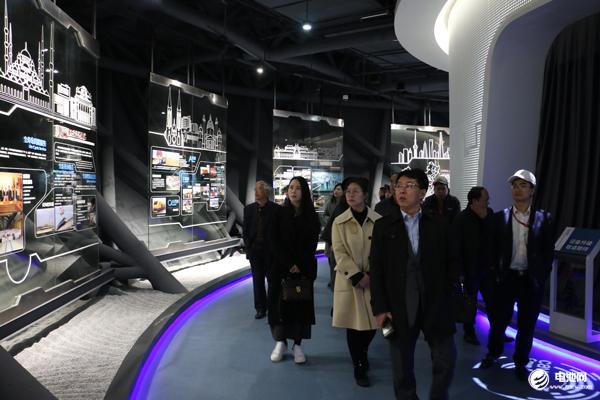 """中车株机年产1000台电力机车 """"电动""""火车头拉出535亿元出口订单"""