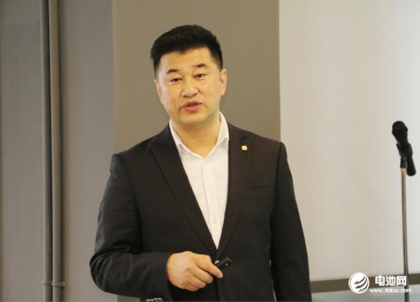 中国电池雷火苹果app产业链调研团一行参观调研长兴中俄研究院