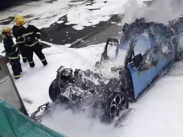 """电动汽车自燃""""冰山一角"""":高歌猛进下的安全隐患"""