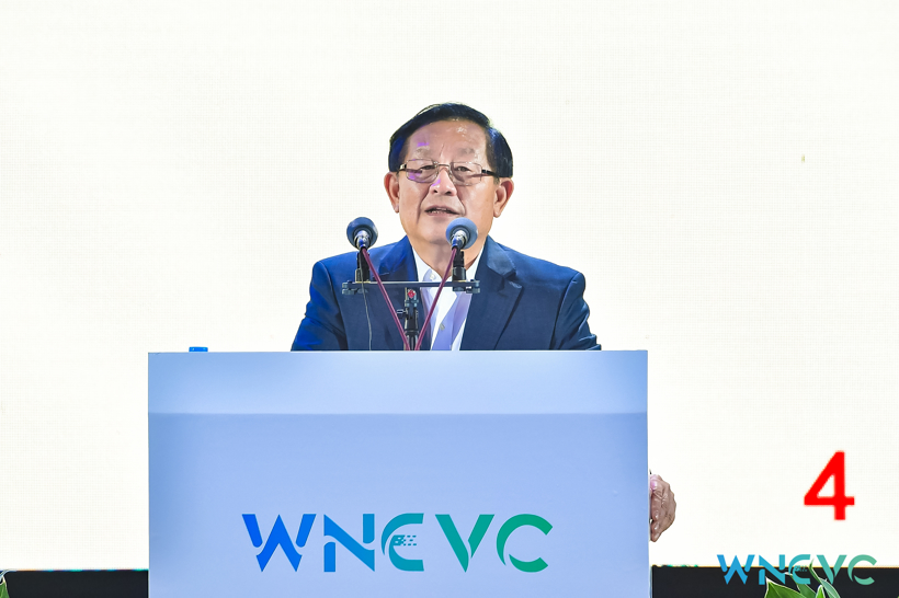 全国政协副主席万钢:新旧动能转换节奏要平稳,而不是一刀切