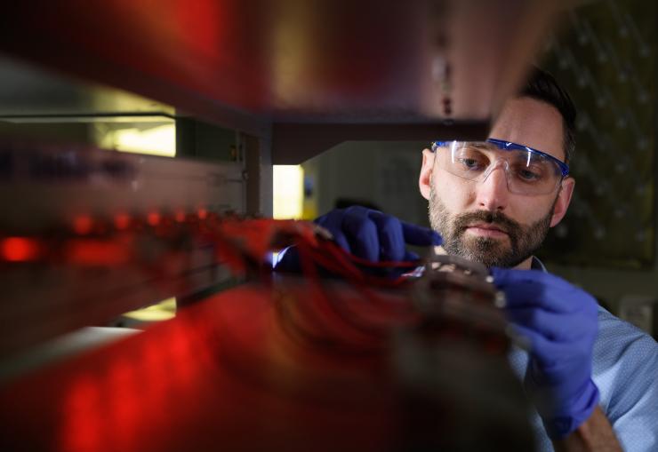 科学家利用CT扫描固态电池内部 发现电池性能下降的真正原因