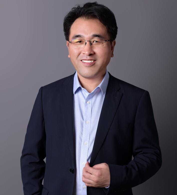 第9届(2019年)中国电池行业年度人物:王瑞庆