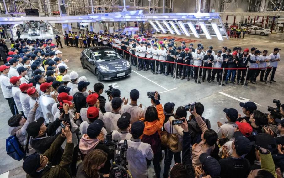 中国制造Model 3首批车辆正式交付 首批15辆均为内部员工