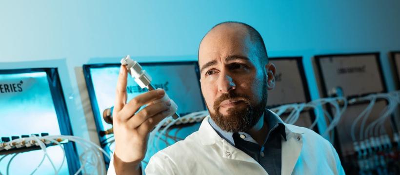 佛罗里达国际大学研发新款电动汽车电池 续航里程延至1448公里