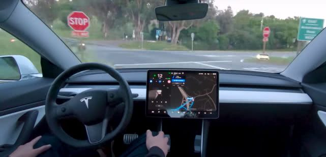 特斯拉发布Autopilot新数据 行驶里程达30亿英里