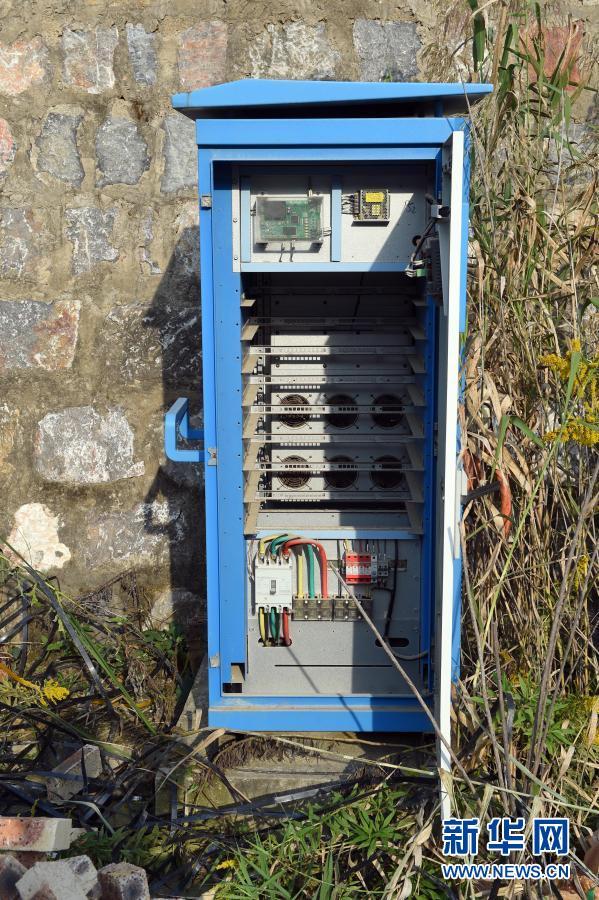 拍摄的淮南市舜耕山风景区旁的一个充电桩,柜体中并没有充电模块