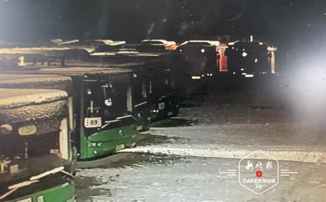 亚星客车电动公交充电起火  消防部门:电池加热系统异常所致