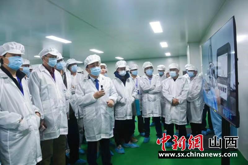 企业家参观生产线