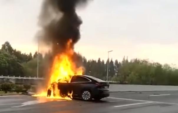 """""""蔚小理""""首起事故致死案!专家:车企除了卖车还要做好售后"""