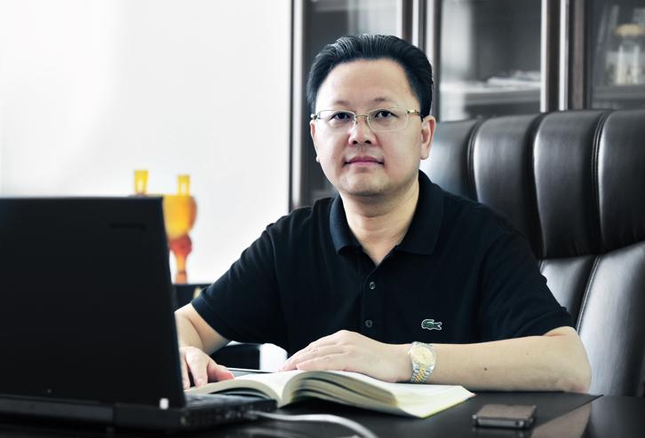 第9届(2019年)中国电池行业年度人物:李良彬